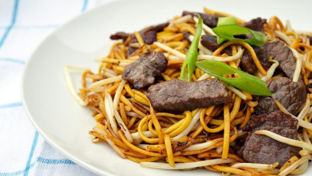 GRILLED PEPPERY BEEF CHOW MEIN